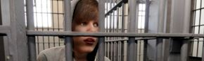 3 Count: Bieber in Jail Image